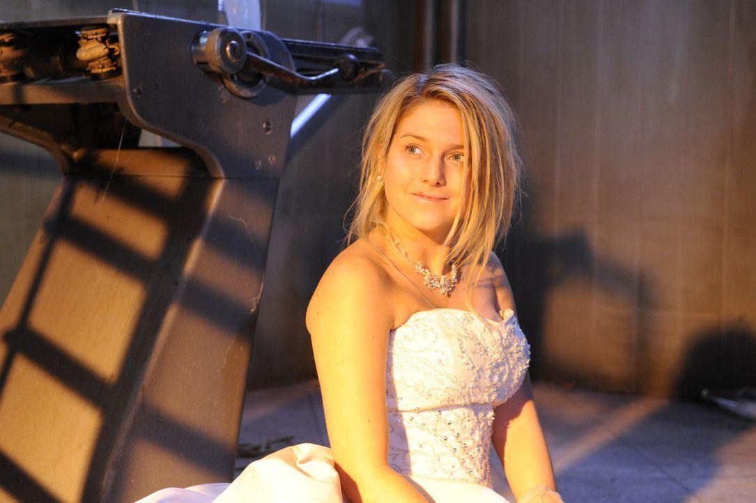 Anna (Jeanette Biedermann) wacht auf und ist entsetzt, als sie Jonas nicht mehr sieht ... - Bildquelle: SAT.1
