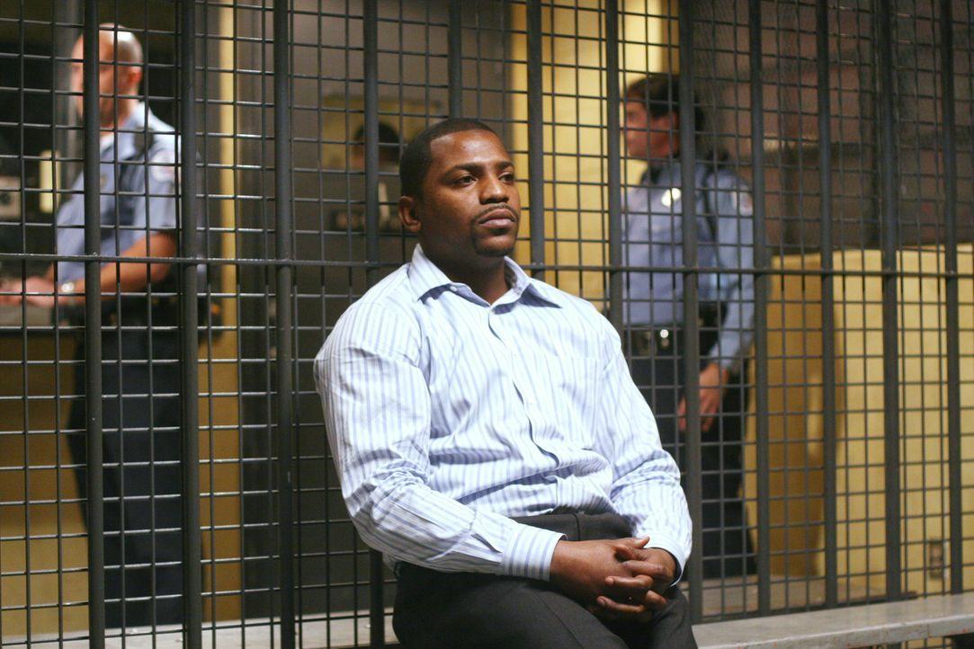Wegen Medikamentenmissbrauchs wird Dr. Gregory Pratt (Mekhi Phifer) verhaftet ... - Bildquelle: Warner Bros. Television