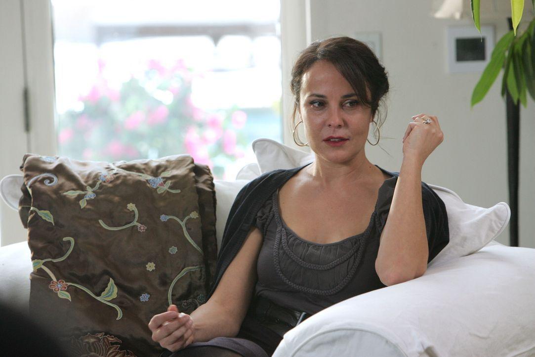 Ihr Ehemann wurde ermordet. Felicia (Rebecca Rigg) ist am Boden zerstört, doch entspricht das der Wahrheit oder ist es nur Schauspielerei? - Bildquelle: Warner Bros. Television