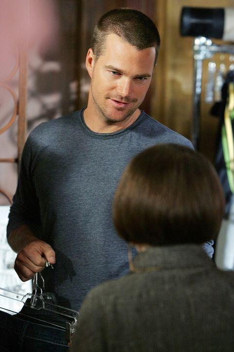 Special Agent G. Callen (Chris O'Donnell, l.) kehrt vor Ablauf seines Genesungsurlaubs zum Team zurück und wird von Abteilungsleiterin Henrietta La... - Bildquelle: CBS Studios Inc. All Rights Reserved.