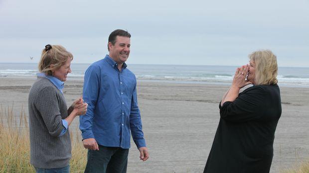 Seit sechs Jahren suchen Holly (l.) und Chris (M.) nach einem Stranddomizil....