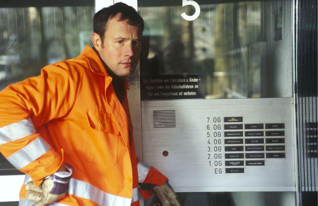 Müllabfuhr! Und das immer zu dieser unverschämten Zeit! Dass die auch immer so früh arbeiten müssen! (Hanno Friedrich) - Bildquelle: Sat.1
