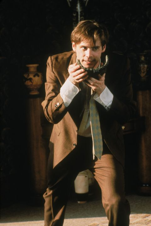 Stanley (Jim Carrey) kann's nicht glauben: die Maske verschmilzt mit seinem Gesicht zu einer ungewöhnlichen Fratze ... - Bildquelle: Warner Bros.