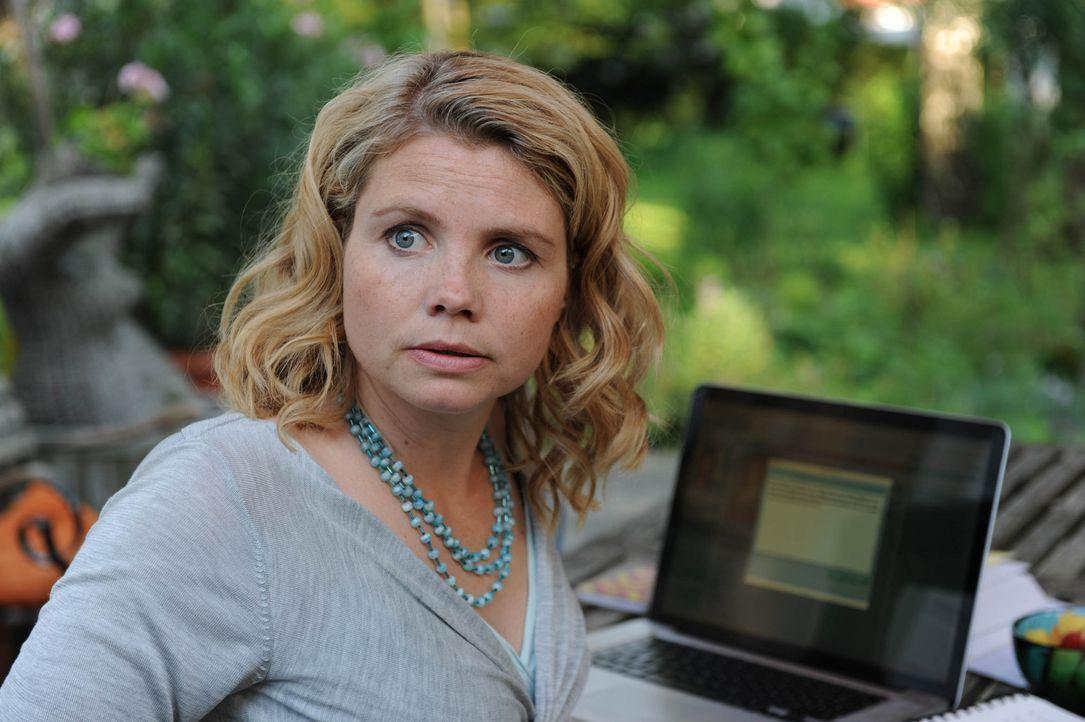 Noch immer trauert Eva (Annette Frier) um ihren verstorbenen Mann. Da bittet ihre Mutter sie, in ihrem Namen zu einem Blind Date zu gehen. Beide ahn... - Bildquelle: Sat.1
