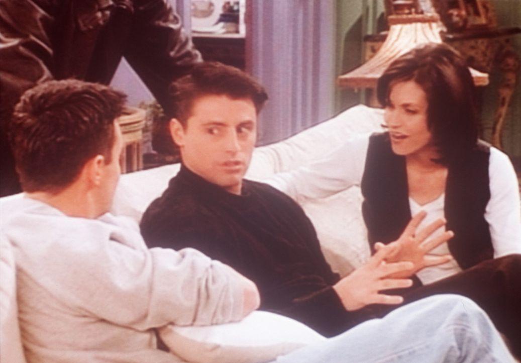 Joey (Matt LeBlanc, M.) ist verzweifelt: Man hat ihn aus der Serie geworfen, in der er eine Hauptrolle spielte. - Bildquelle: TM+  2000 WARNER BROS.