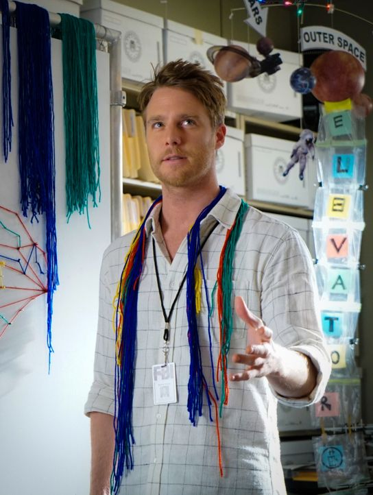 Bei den Ermittlungen in seinem neuen Fall: Brian (Jake McDorman) ... - Bildquelle: David M. Russell 2015 CBS Broadcasting, Inc. All Rights Reserved