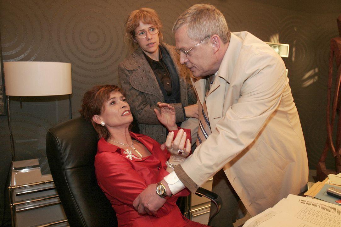 Mit großer Mühe kann Lisa (Alexandra Neldel, M.) verhindern, dass Friedrich (Wilhelm Manske, r.) in seiner Wut auf Sophie (Gabrielle Scharnitzky, l.... - Bildquelle: Noreen Flynn Sat.1