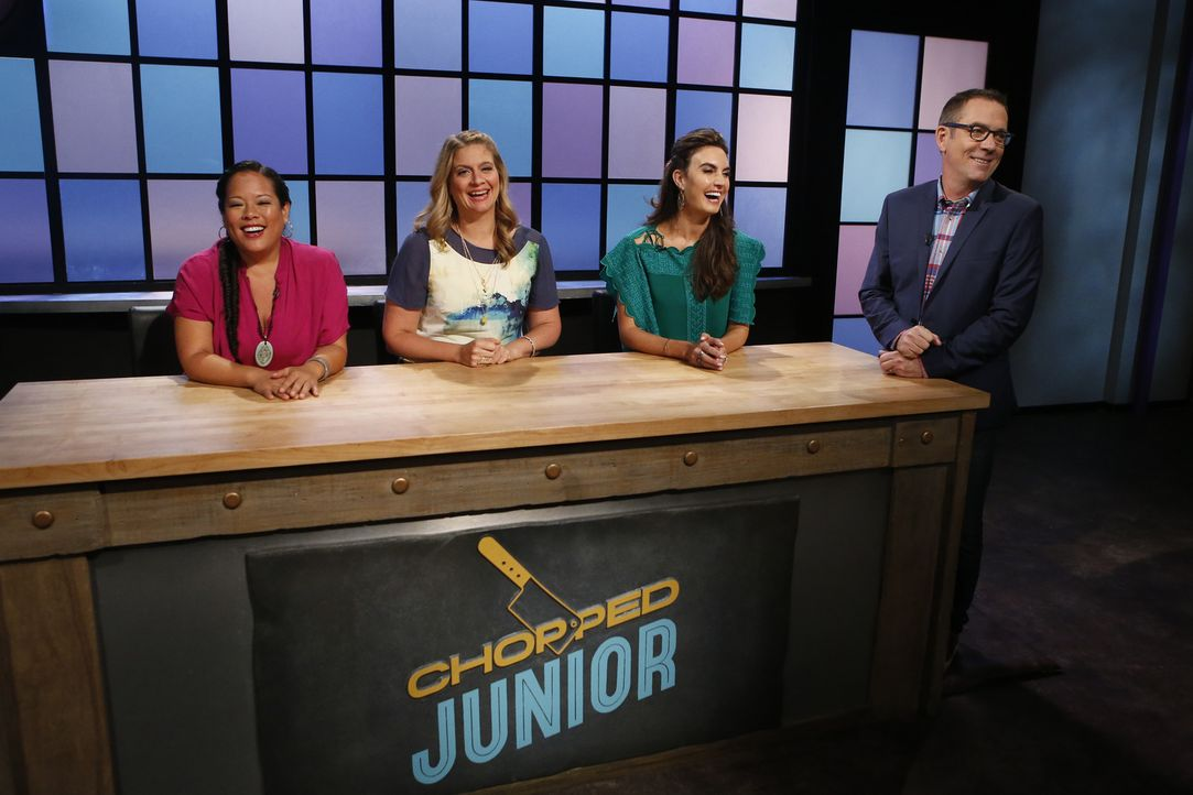 Welcher der vier Junior-Köche wird die Geschmacksnerven der knallharten Jury (v.l.n.r.) Lee Anne Wong, Amanda Freitag und Elizabeth Chambers überzeu... - Bildquelle: Jason DeCrow 2015, Television Food Network, G.P. All Rights Reserved