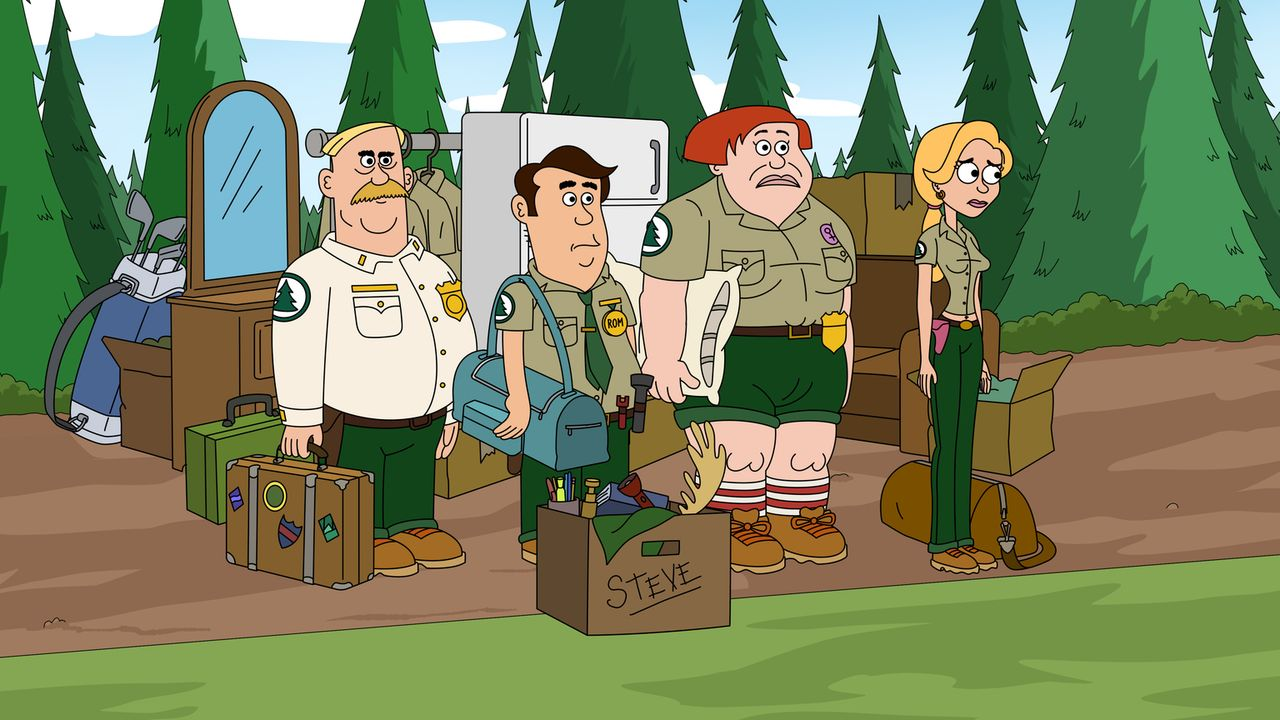 Als plötzlich bekannt wird, dass Bobby der neue Besitzer des Parks ist, wirft er die Ranger Connie (2.v.r.), Ethel (r.), Steve (2.v.l.) und Woody (l... - Bildquelle: 2013 Twentieth Century Fox Film Corporation and Comedy Partners. All rights reserved.