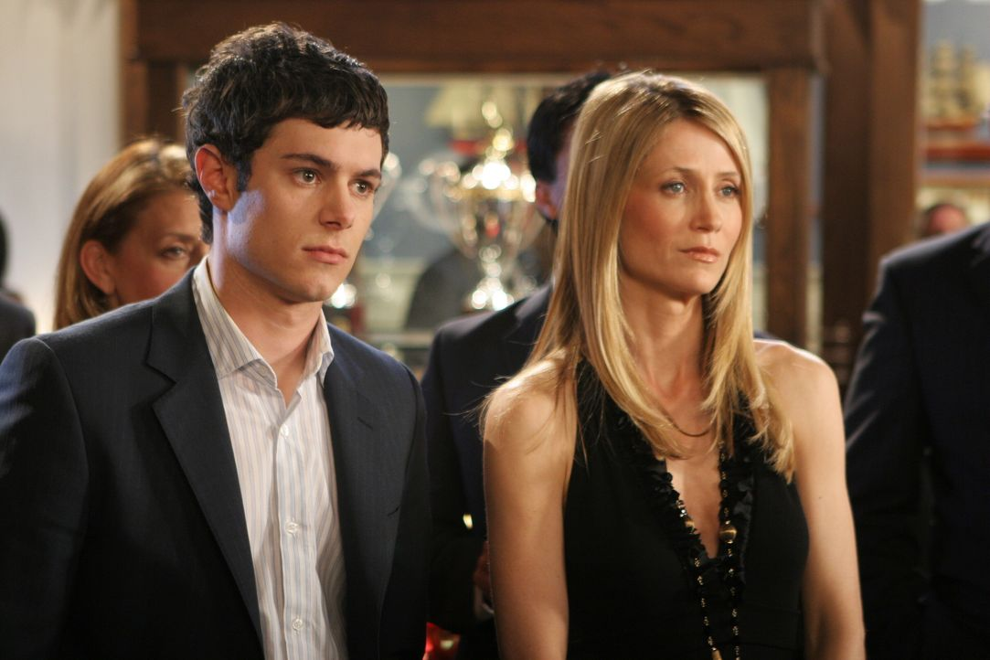 Seth (Adam Brody, l.) macht eine schreckliche Entdeckung, die seine Mama (Kelly Rowan, r.) betrifft ... - Bildquelle: Warner Bros. Television