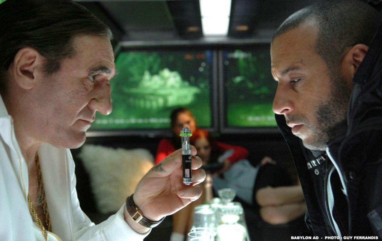Mafia-Boss Gorsky (Gérard Depardieu, l.) unterbreitet Toorop (Vin Diesel, r.) ein verlockendes Angebot ... - Bildquelle: 2008 BABYLON A.D SAS / BABYLON FILMS LIMITED / STUDIOCANAL / M6 FILMS