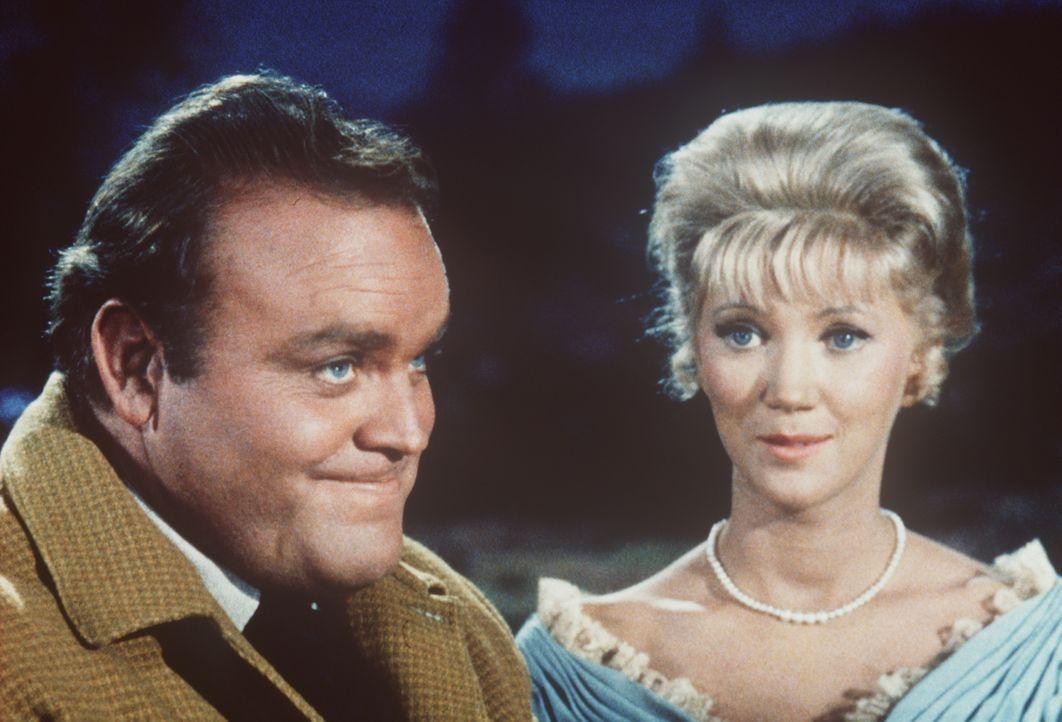 Hoss Cartwright (Dan Blocker, l.) möchte Margie Owens (Kathie Browne, r.) heiraten. - Bildquelle: Paramount Pictures