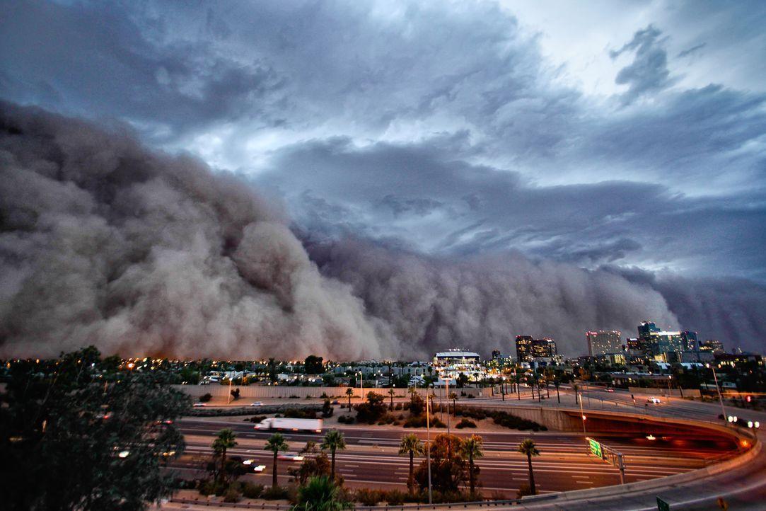 Beeindruckendes Naturschauspiel: Die Habub-Sandstürme kommen in der Sahara-Region, aber auch im Südwesten der USA vor und legen ganze Städte in Sand... - Bildquelle: Mike Olbinski Mike Olbinski Level A