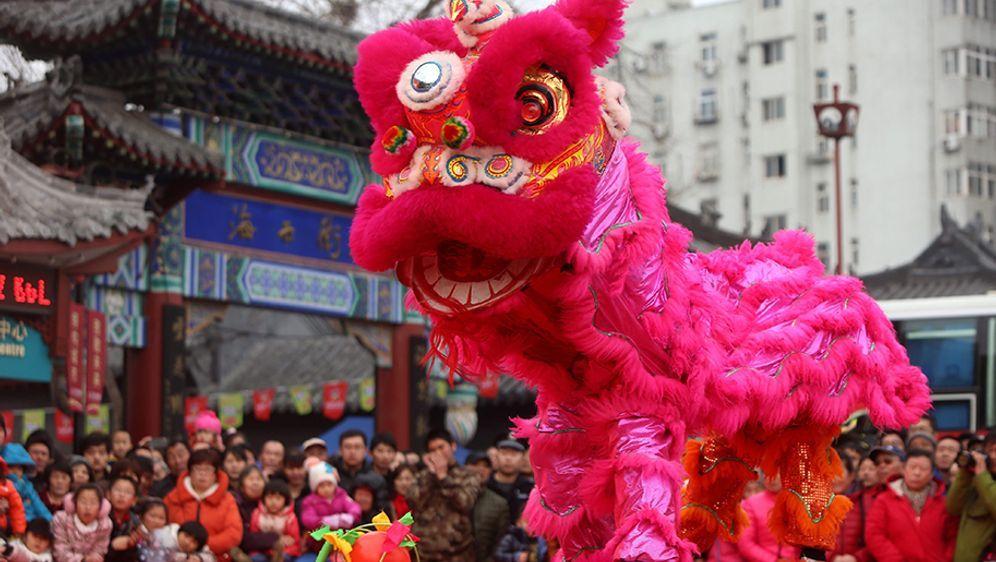 Neujahrsbräuche weltweit: So feiern andere Länder - Bildquelle: dpa - Bildfunk