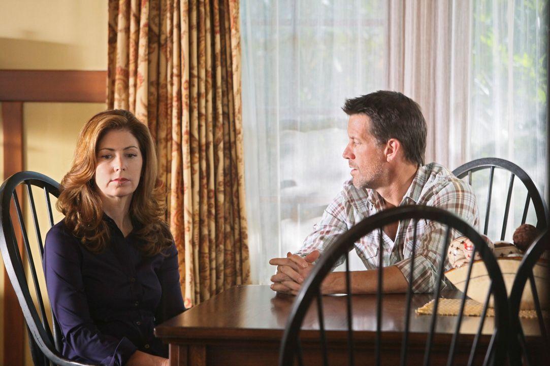 Rückblick: Mike (James Denton, r.) teilt Katherine (Dana Delany, l.) seine Entscheidung mit, Susan erneut zu heiraten ... - Bildquelle: ABC Studios