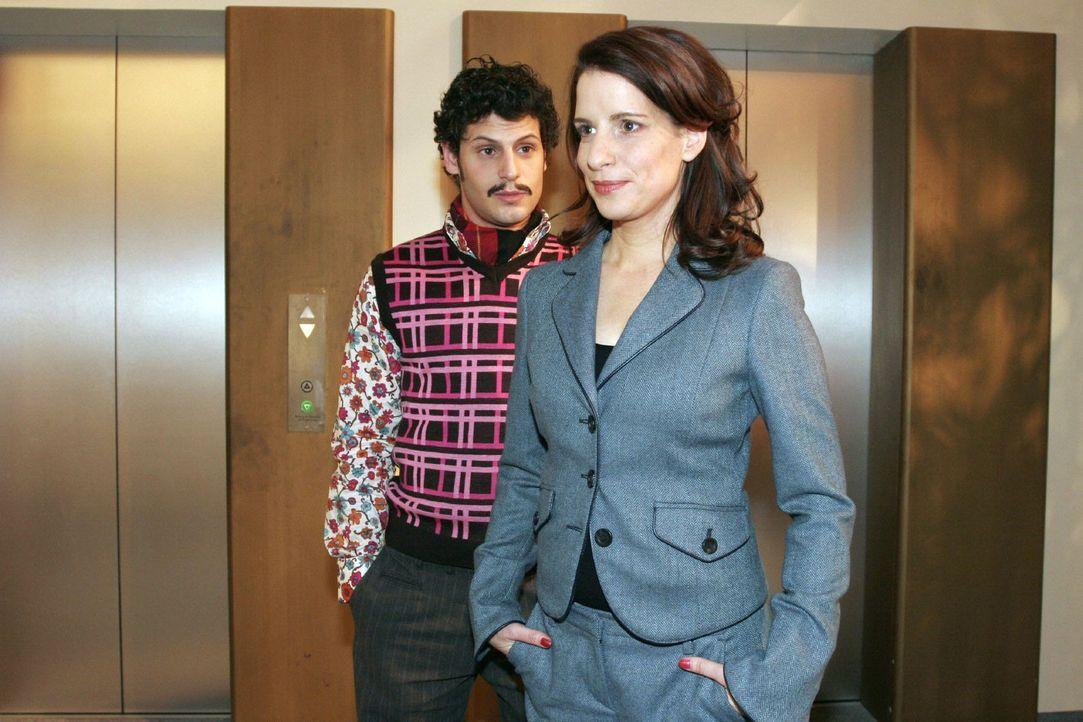 Inka (Stefanie Höner, r.) entgeht nicht, dass Rokko (Manuel Cortez, l.) offensichtlich an Lisa denkt. - Bildquelle: Noreen Flynn Sat.1