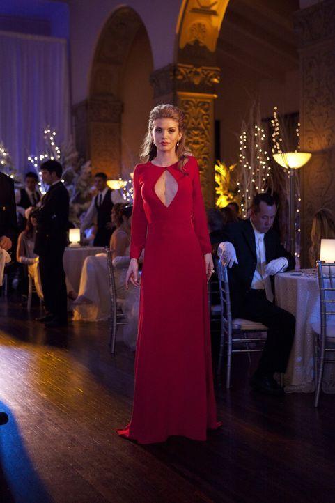 Naomi (AnnaLynne McCord) darf für Rachel den Snow- Ball ausrichten. Sie beschließt, um Austin zu vergessen, sich einen der sexy Kadetten am Ballab... - Bildquelle: 2011 The CW Network. All Rights Reserved.