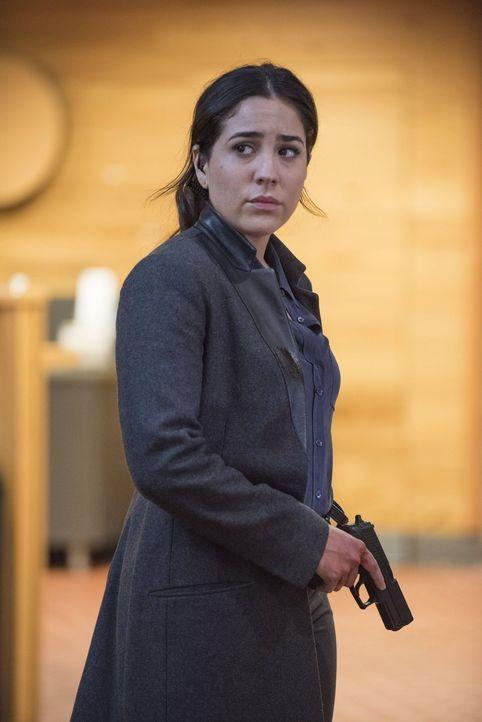 Zapata (Audrey Esparza) hat endlich erkannt, dass sie die Hilfe einer Therapiegruppe braucht, um ihre Spielsucht loszuwerden. Anfangs weigert sie si... - Bildquelle: Warner Brothers