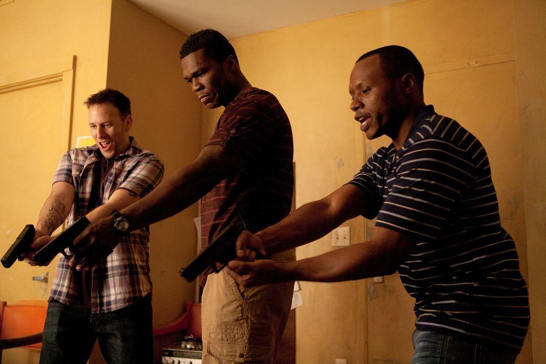 Gerade die Polizeiakademie abgeschlossen, werden Malo (50 Cent, M.) und seine Freunde A.D. (Malcolm Goodwin, r.) und Lucas (Ryan O'Nan, l.) in das T... - Bildquelle: Steve Dietl Constantin Film Verleih GmbH