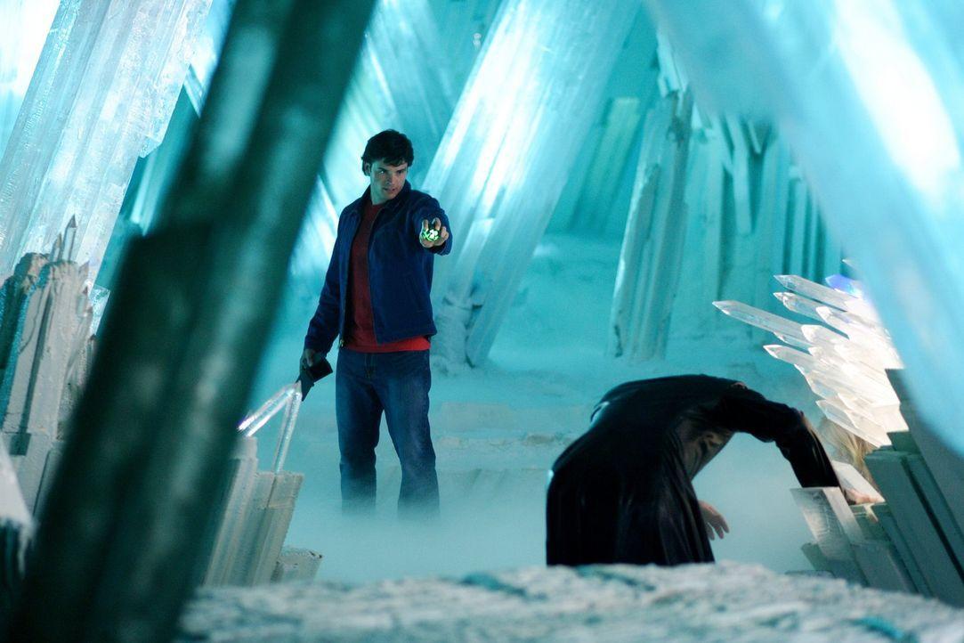 Schafft es Clark (Tom Welling, l.), seine Kräfte zurückzubekommen und die Festung der Einsamkeit wieder in seine Gewalt zu bekommen? - Bildquelle: Warner Bros.