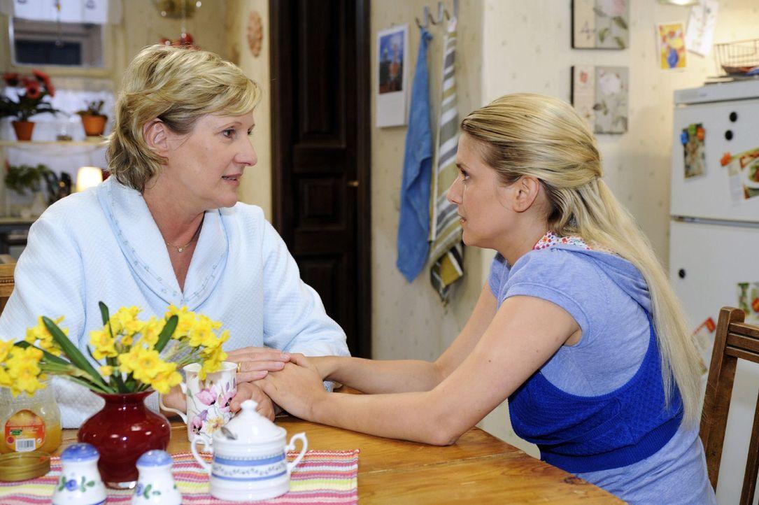 Susanne (Heike Jonca, l.) sorgt sich um Anna (Jeanette Biedermann, r.). - Bildquelle: Oliver Ziebe Sat.1