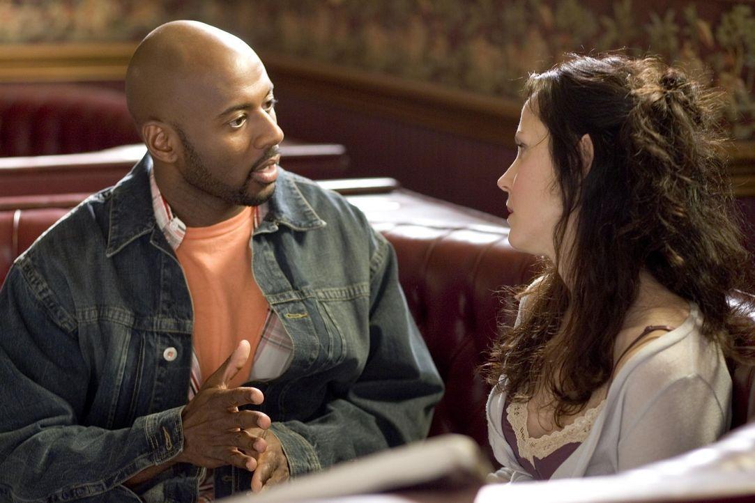 Conrad (Romany Malco, l.) steht Nancy (Mary-Louise Parker, r.) mit Rat und Tat zur Seite, was die Planung der Bäckerei betrifft ... - Bildquelle: Lions Gate Television