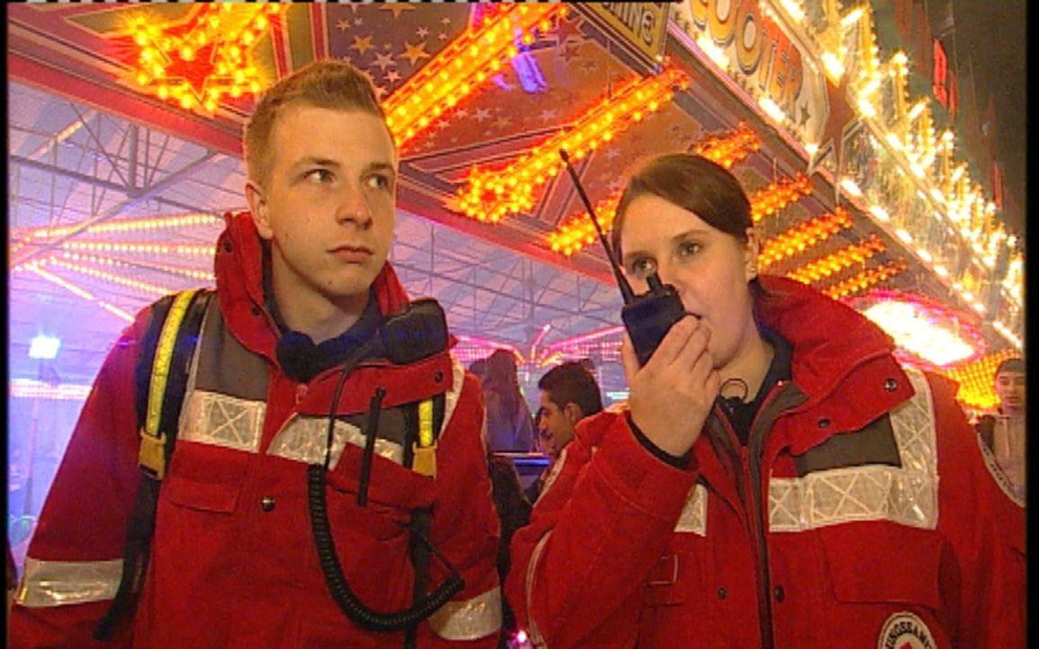 Einsatz auf dem Hamburger Dom. Zum größten Volksfest Norddeutschlands werden knapp 3 Millionen Besucher jährlich erwartet. Betrunkene, Schlägere... - Bildquelle: Sat.1