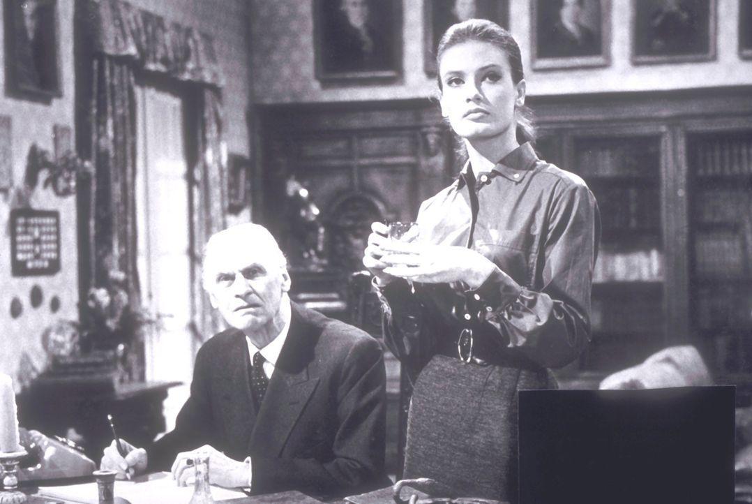 Der reiche Mr. Tanner (Fritz Rasp, l.) und seine Sekretärin Lilian (Marisa Mell, r.) sind erschrocken, als eine Bande von Gangstern Schutzgelder von... - Bildquelle: Constantin Film
