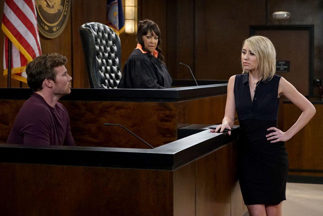 Riley Perrin (Chelsea Kane, r.) zieht Danny Wheeler (Derek Theler, l.) vor Gericht ... - Bildquelle: Eric McCandless ABC Family