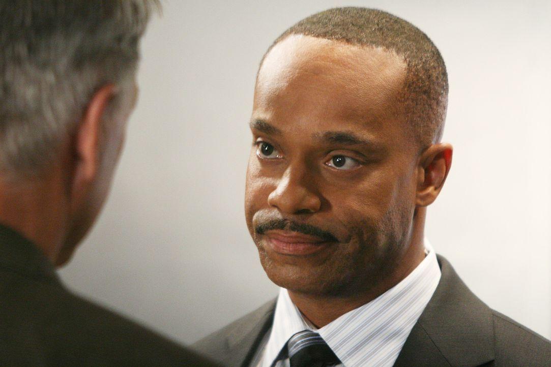 Da Direktor Shepard vom Dienst suspendiert wurde, übernimmt der  stellvertretende Direktor des NCIS, Leon Vance (Rocky Carroll), solange ihre Aufga... - Bildquelle: CBS Television
