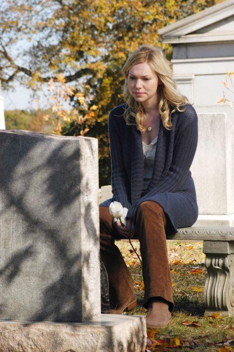 Auch Hannah (Laura Prepon) schaut zum Grab von Nicks Mutter und schüttet dort ihr Herz aus ... - Bildquelle: 2007 American Broadcasting Companies, Inc. All rights reserved.