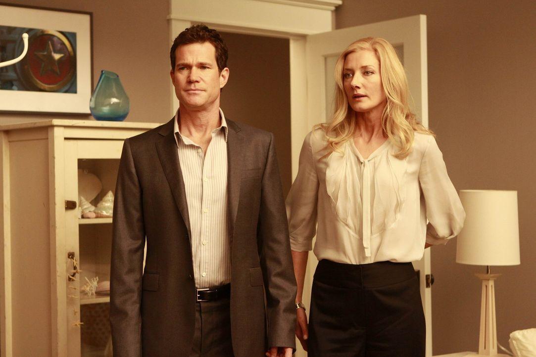 Geben vor, sich versöhnt zu haben, denn nur gemeinsam haben sie eine Chance gegen Julias Mutter Erica, die das Sorgerecht für Annie und Connor bea... - Bildquelle: Warner Bros. Entertainment Inc. All Rights Reserved.