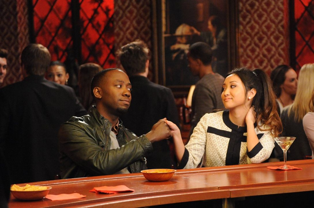Verstehen sich gut: Daisy (Brenda Song, r.) und Winston (Lamorne Morris, l.) ... - Bildquelle: 2012 Twentieth Century Fox Film Corporation. All rights reserved.