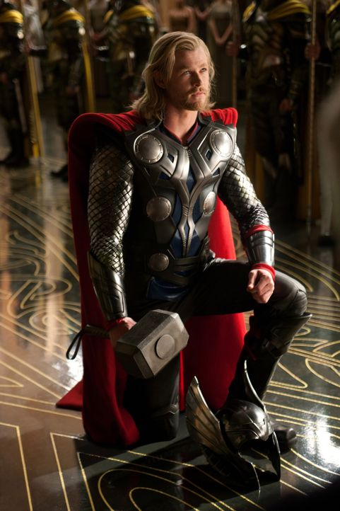 Einst ein stolzer Gott, muss Thor (Chris Hemsworth) sich auf der Erde ganz anderen Aufgaben und Schwierigkeiten stellen, um seine Macht und das Kön... - Bildquelle: 2011 MVLFFLLC. TM &   2011 Marvel. All Rights Reserved.