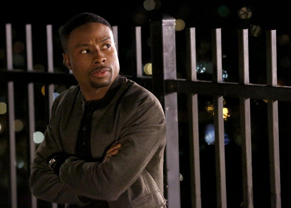 Muss gemeinsam mit seinem Kollegen einen Bankraub aufdecken: Carter (Justin Hires) ... - Bildquelle: Warner Brothers