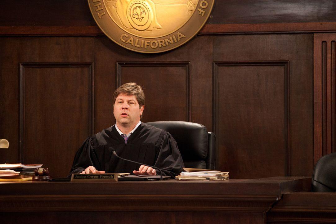 Richter Owen French (Lex Medlin) trifft eine unerwartete Entscheidung ... - Bildquelle: 2011 Sony Pictures Television Inc. All Rights Reserved.v
