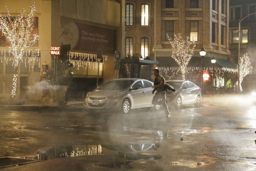 Weiß Dr. Eric Mercer (Paul Lacovara), dass seine letzte Stunde geschlagen hat? - Bildquelle: ABC Studios