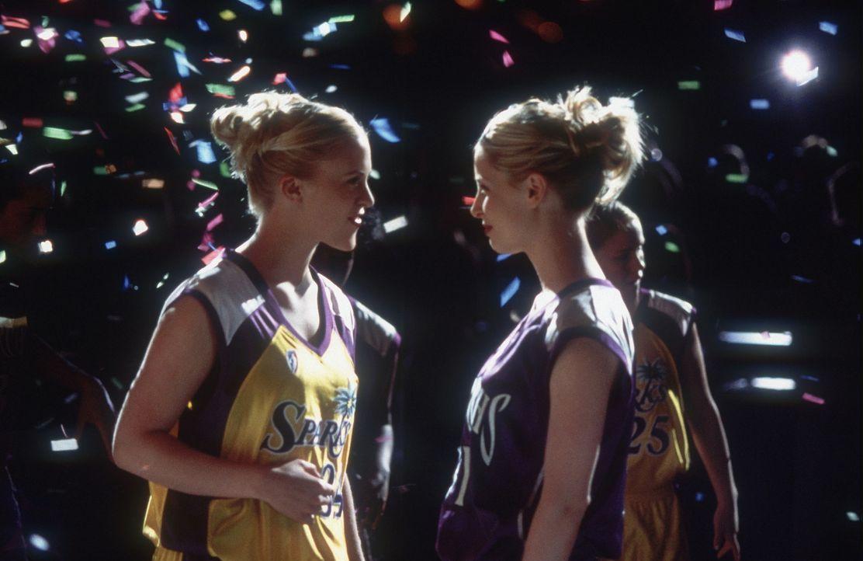 Nachdem die Zwillinge Heather (Poppi Monroe, l.) und Heidi (Annie McElwain, l.) die nötigen Teamgeist entwickelt haben, können sie großartige Erf... - Bildquelle: Walt Disney Television