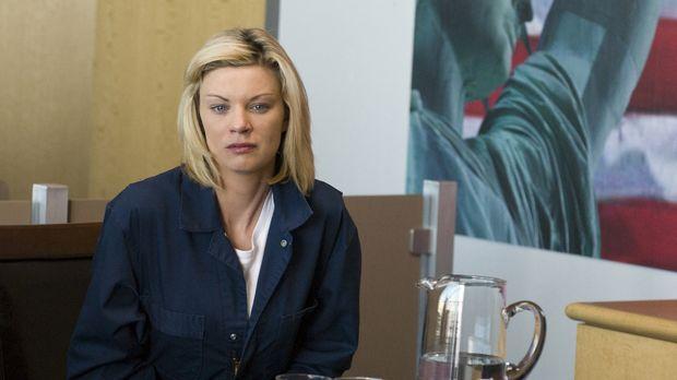 Bricht Brandi (Nichole Hiltz) im Gerichtsprozess zusammen, als sie erfährt, d...
