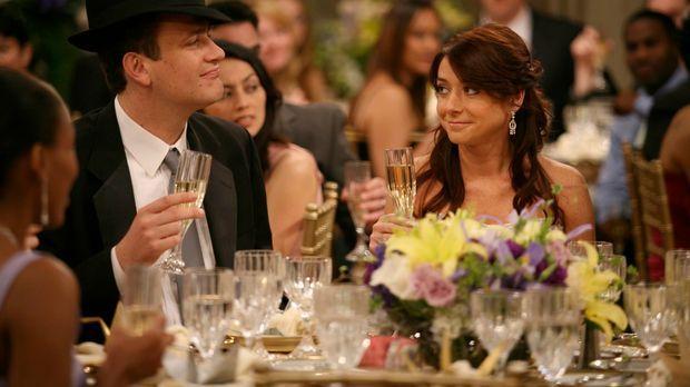 Die aufwendige Hochzeitsfeier von Lily (Alyson Hannigan, r.) und Marshall (Ja...