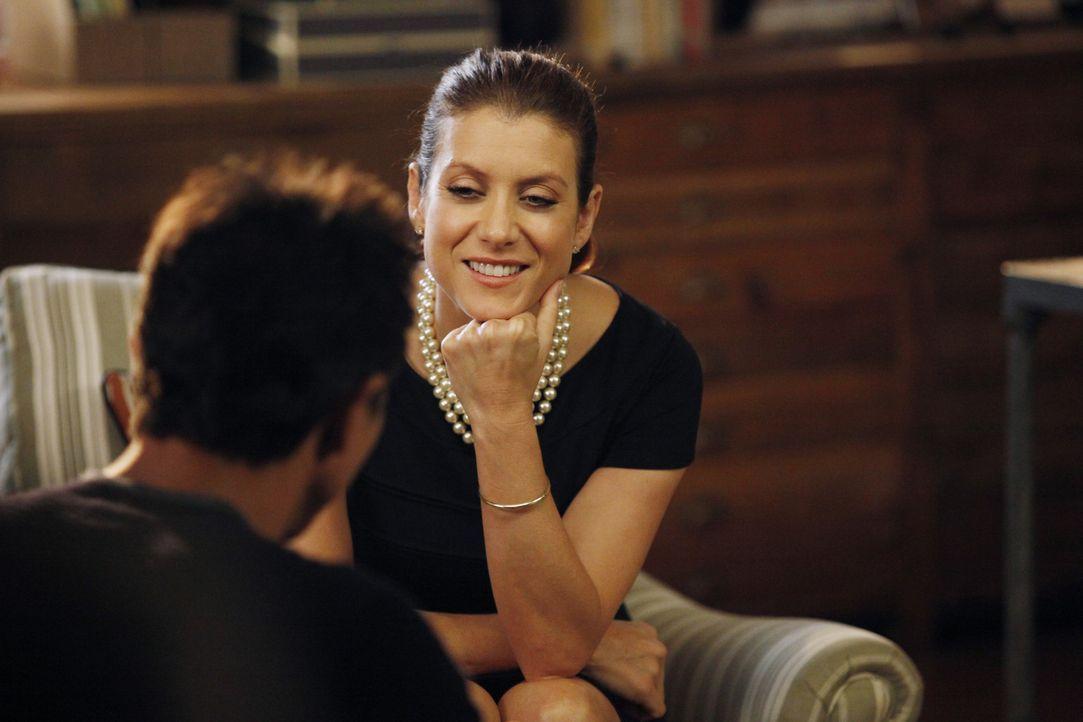 Addison (Kate Walsh, r.) ermutigt Amelia ihre Rolle als baldige Mutter anzunehmen, während Sheldon und Jake (Benjamin Bratt, l.) an einem traurigen... - Bildquelle: ABC Studios