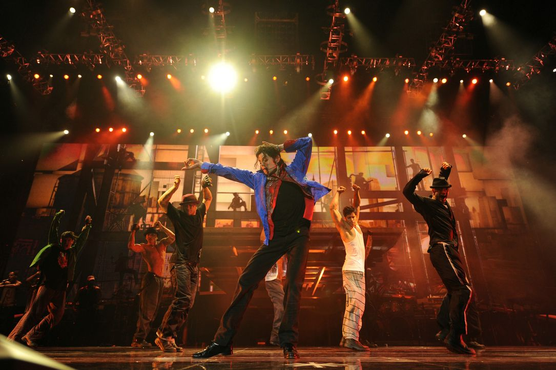 Michael Jacksons THIS IS IT ist eine einzigartige und umfassende Retrospektive von Michael Jacksons Karriere und beinhaltet Interviews mit einigen v... - Bildquelle: 2009 The Michael Jackson Company, LLC. All Rights Reserved.