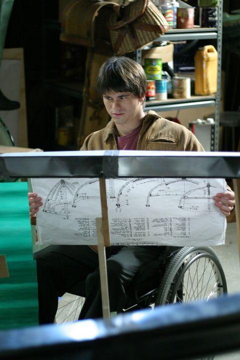 Durch den Bau eines Bootes kommen sich Kevin (Jason Ritter) und sein Vater wieder näher ... - Bildquelle: Sony Pictures Television
