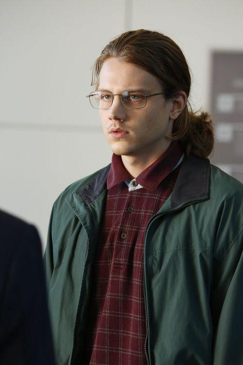Als Gabriel (Alex Saxon) beim FBI auftaucht und angibt, dass er hellseherische Kräfte hat, benötigt das Team Hilfe von Jane. Doch dieser möchte nach... - Bildquelle: Warner Bros. Television