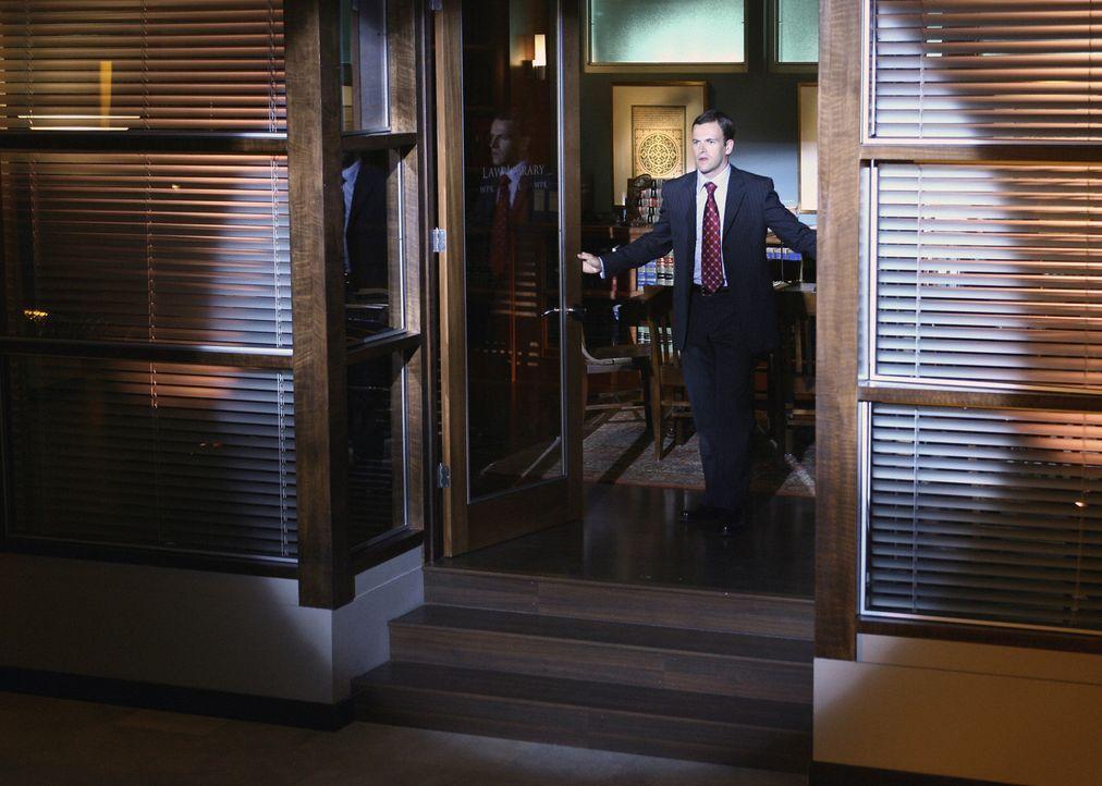 Seine Kollegen finden Elis (Jonny Lee Miller) Verhalten schon lange nicht mehr normal ... - Bildquelle: Disney - ABC International Television