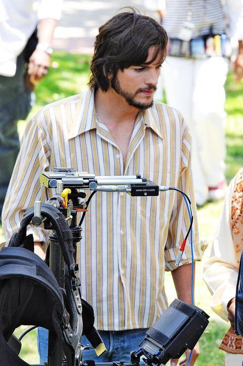 ashton-kutcher-filmset-jobs-12-06-18-03-comjpg 1327 x 1990 - Bildquelle: WENN.com