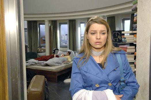 Anna und die Liebe - Katja (Karolina Lodyga, r.) ist fassungslos, als sie Ann...
