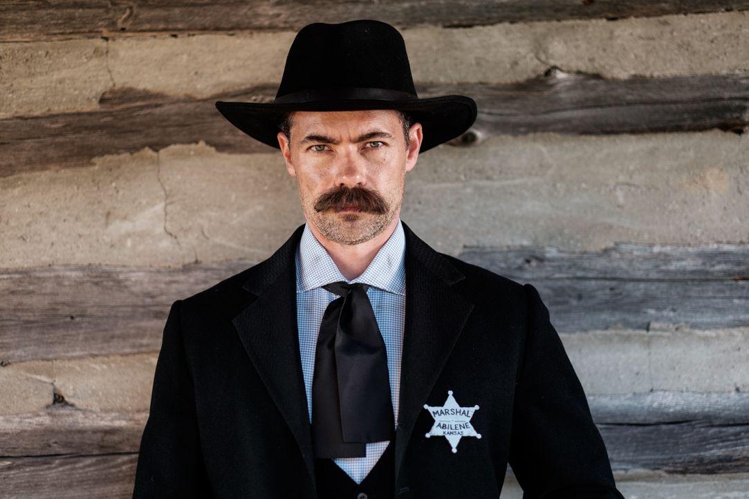 Tom Smith (Rob Cardno) verschaffte sich mit seinen Fäusten in der chaotischen Kleinstadt Abilene Respekt und Ehrfurcht ... - Bildquelle: Darren Goldstein Cineflix 2015