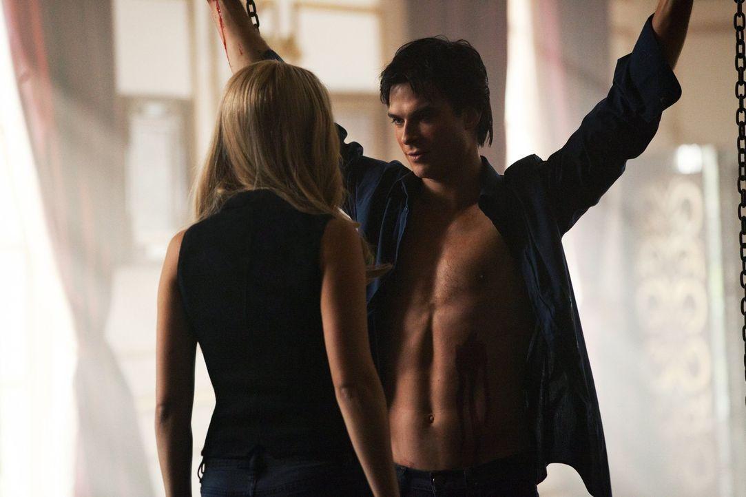 Was hat Rebekah (Claire Holt, l.) mit Damon (Ian Somerhalder, r.) vor? - Bildquelle: Warner Brothers Entertainment Inc.