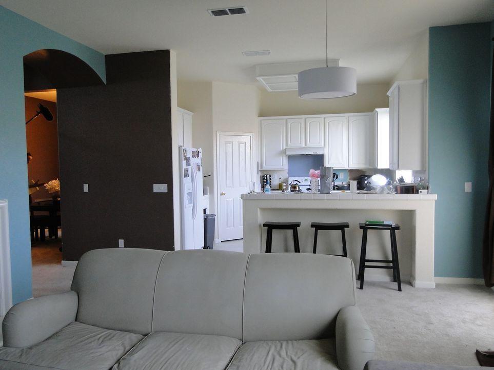 Aus dieser langweiligen und eintönigen Küche soll eine Küche mit Bling entstehen. Dafür gibt Bauunternehmer Josh Temple alles ... - Bildquelle: 2009, DIY Network/Scripps Networks, LLC